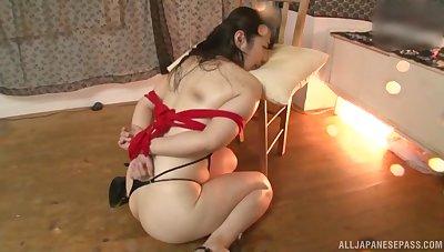 Blindfolded Japanese hottie Minatsuki Chihiro enjoys object pleasured