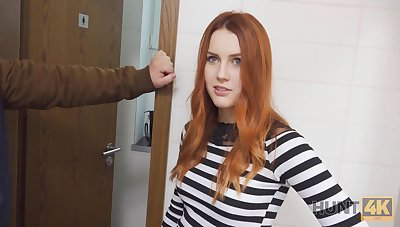 Belle with red-hot hair fucked overwrought stranger in the matter of WC in the matter of front of BF