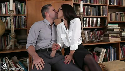 Spanish babe Ginebra Bellucci gets double penetrated after oral sex