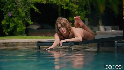 Sunbathing wife Kimmy Yeoman gets turned mainly and seduces a pool cleaner