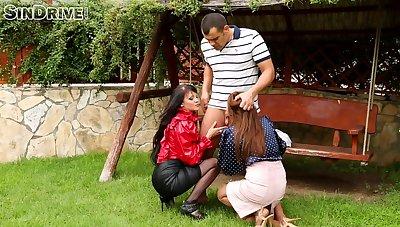 Alfresco triumvirate sex with compel ought to slutty chicks Nia and Connie