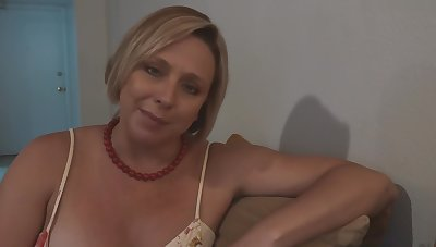 Edict Mom Soi-disante she Likes Watching her Little one Jerk off - Brianna Beach