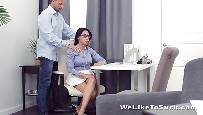 Marketable nerdy brunette Chanel Lux seduces dude and gets pussy licked