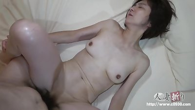 Nice asian slim MILF amateur sex