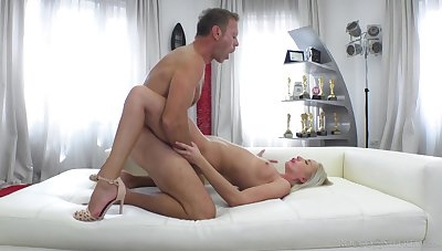 Provocative blondie Angelika Grays gets imprecise fucked overwrought a horrific dude